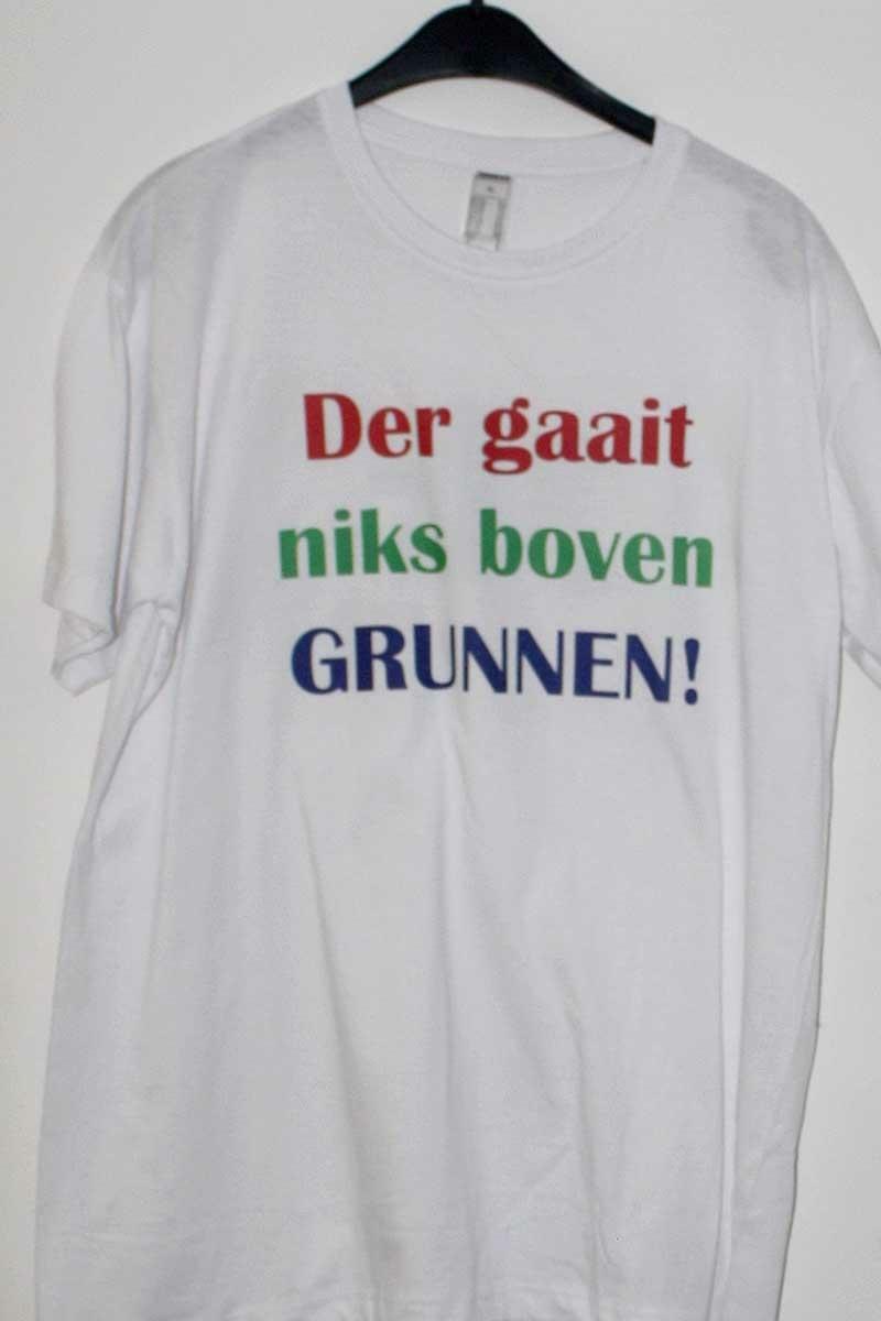 """T-shirt """"Der gaait niks boven Grunnen!"""""""