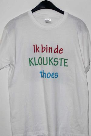 """T-shirt """"Ik bin de kloukste thoes"""""""